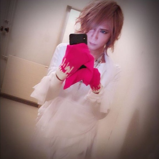 FireShot Capture 250 - Shinya_DIR EN GREY_SERAPH sur Ins_ - https___www.instagram.com_p_BiHOBc1H6cr_