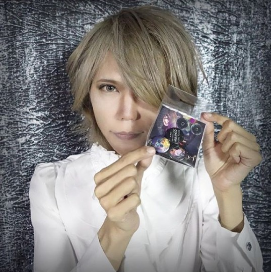 FireShot Capture 489 - Shinya_DIR EN GREY_SERAPH sur Ins_ - https___www.instagram.com_p_BopMCIpH2d5_